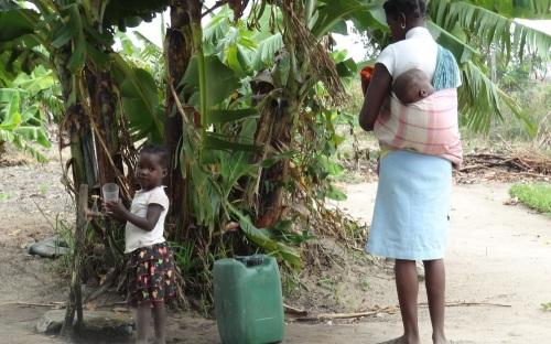 Landsbykvinder køber vand